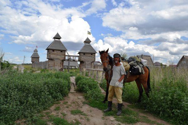 В пятницу, 13 июля китаец Цзин Ли, путешествующий по России на лошади, посетил Красный Яр.